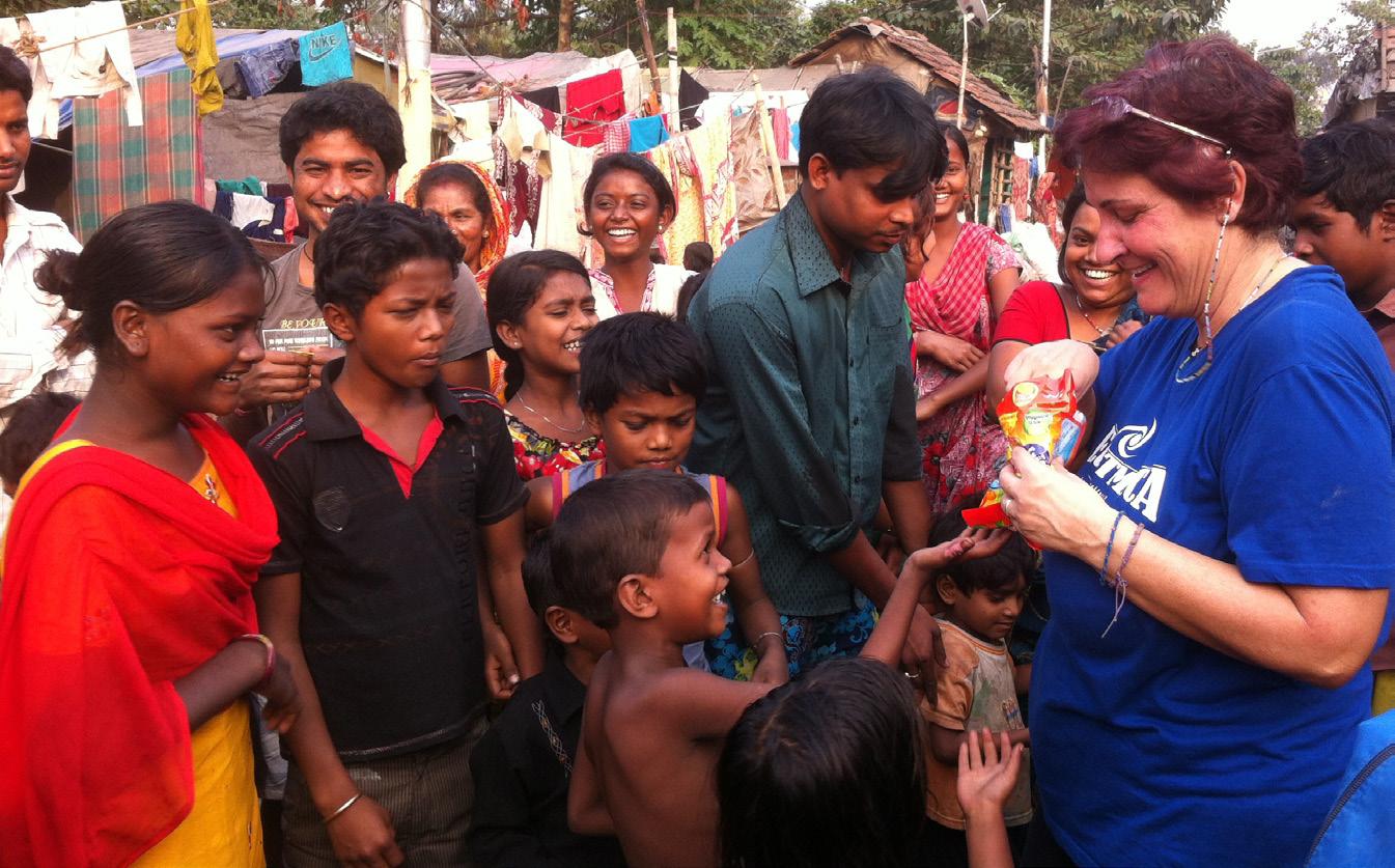 Calcutta – Distribuzione cibo ai senza tetto